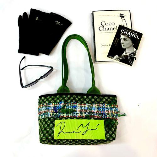 """""""Гурвалсан ногоон"""" өөдсөн гар цүнх. """"Triadic green"""" patch handbag."""